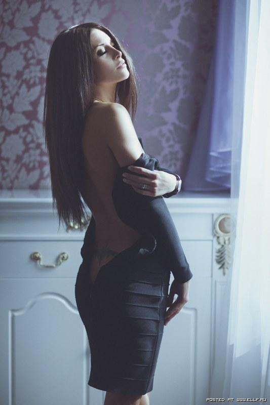 красивые девушки фото брюнетки сзади в одежде