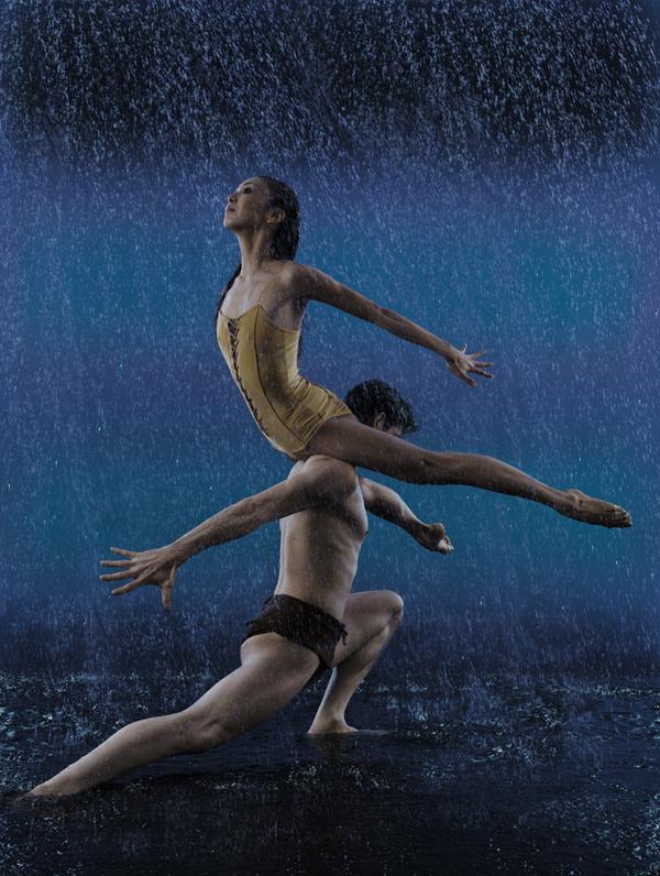 Эротические танцы в воде