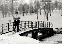 полуночный разговор про любовь / они в принципе сами стали так - но я подошел и попросил их стать с середины к краю моста :) счастья им и любви вечной