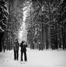 юная пара... / ...возможно и первая любовь! P.S.только что выпавший снег придает лесу необыкновенную свежесть,чистоту и красоту!Хорошее время для прогулок!