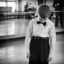 Смущенность... / Стеснительный паренек...в предверии показательного танца...