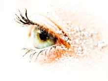крупным планом глаз / а какой тут может быть комментарий ?