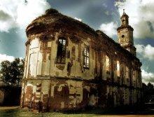 Онуфриев монастырь / Расположен между Мстиславлем и Кричевом. В 2007 году исполнилось 600 лет.