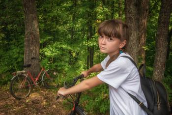 А давайте поедем дальше / девочка , лес, велосипед
