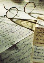 Письма из прошлого / письма старые , очки тоже , случайно под руки попали , сложил , поиграл светом и получилось ... ( плёнка кодак 100 об.в 105/2.5 Nikor)