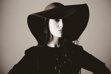 hat, girl and nothing else / .......................