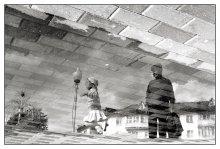Про бабушку и внучку, да лужи на асфальте... / Радостно детям летом в жару возле фонтана...
