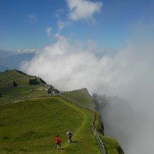 Там, где облака / Альпы.  Надвигающиеся облака. Nordic walking