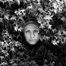 Портрет с листьями / Крым 2009 Никитский ботанический сад