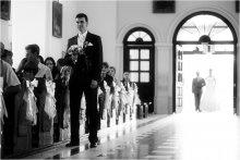 обряд. / При католическом венчании невесту в костел вводит отец и передает жениху. Мне показалось очень символичным.