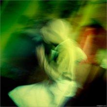 [ Радость, после вымытой посуды ] / ...экспериментальная фотография, в которой главную роль играет цвето-свето-размутево, в совокупности с большой радостью маленького человека, буйно-растаманские телодвижения которого говорят о радости после... см. название ;) ЗЫ ...на самом деле всё так и было!!!