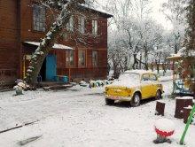 дворик / зима на дворе - кушайте фрукты-приятного просмотра :)