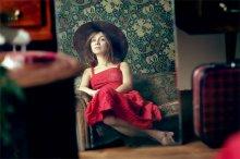 Девушка в красном платье / ................