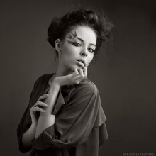Portrait / Мoдeль - Екатерина Сальникова Визажист - Лapиca Лиcoвcкaя Дизaйнep - Юлия Лaтyшкинa  http://trainday.livejournal.com