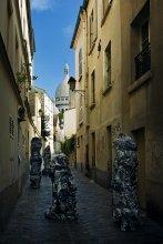 Средь бела дня из переулка... / Монмартр.Люди в пакетах.