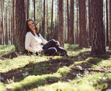 В весеннем лесу... / Снято на Mamiya RZ67, на фото: Шульгевич Татьяна