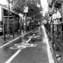 """""""равноправие"""" / страны бывшего соцлагеря, вошедшие в евросоюз, рьяно берутся за выполнение правил союза. это касается и наличия велодорожек. в венгрии доходит до маразма - авто- и вело-дороги есть, а тротуара уже может и не быть..."""