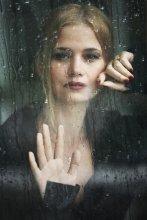 девушка и дождь / Photographer: Sergey Kondratev  Model: Margarita © 2009  www.fotoinstinct.ru