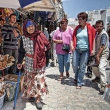 На рынке / Тунис, полуденное солнце. В какой то мере для меня эта обработка относится к Гротеску. В прочем без нее при таком полуденном солнце не было бы и этих образов