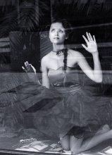 за стеклом, в клетке / Эта одна из фотографий для проекта, которая не вошла в серию http://povod.tut.by/news/119017.html