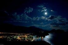 Черногория ночная / Вид на городок Петровац