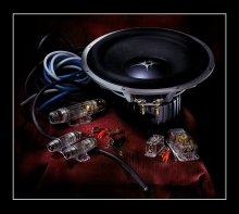 Сабвуферная. / Это как то я строил в авто аудиосистему. :)  Технонатюрморт! :)
