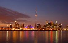 Безмолвная ночь / Сегодня совсем без рамки (: Торонто – столица провинции Онтарио в Канаде... Перед вами самое высокое (553 м)  на Земле, безопорно стоящее сооружение – Национальная башня, удерживающая этот титул вот уже 30 лет и 3 месяца... Штатив, выдержка 25 сек., f/14, ISO 200.