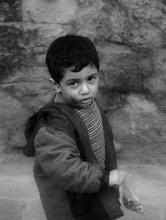 Дамаск. Сын кузнеца / Квартал кузнечных дел мастеров. Детишки всгда помогают родителям. А уж если отцу удалось заработать несколько лир, то пакетик с фисташками - чумазому помощнику.