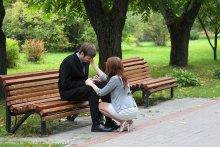 Не плачь, мальчишка. / девушка долго так сидела и ...  :)) наверно  стёр хорошую фотку...