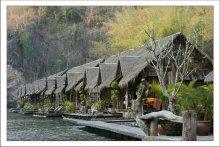 На реке Квай. / Снято в Таиланде.