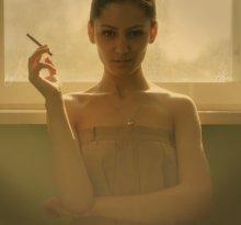 С сигаретой / портрет Оксана Васильева
