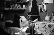 ... строгая холостяцкая жизнь в общаге ... / мой одноклассник, однокурсник и сосед по комнате в общежитии, тоже молодой специалист механик, Сергей ... Вчера наступил Новый, 1978 год ...