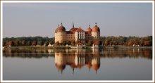 Осеннее равновесие. / Замок Моритцбург - сокровещница саксонской архитектуры 18-го века в стиле барокко, перестроенный по приказу Августа Сильного, короля польского и князя фон Заксен в замок для охоты и увеселений. За замком расположен большой парк, состояние которого поддерживается в духе того времени.