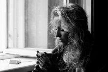 """""""Уютная задумчивость"""" / осень...иногда возникает желание сесть в кресло возле открытого окна, завернуться в плед с чашечкой горячего кофе в руках и мыслями в голове..."""