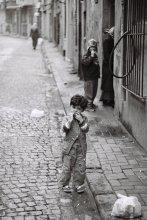 "Детские будни / Из серии ""Walking around Istanbul"" Другие фото: http://photoclub.by/work.php?id_photo=221051&id_auth_photo=3608#t  Зенит, пленка."
