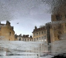 питерская  погода / отражение на мокром асфальте с лужами