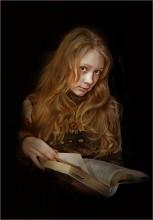 Девочка, читающая книгу... / Холст, масла...