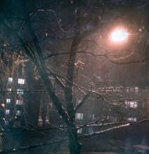 в окне / холодно и грустно