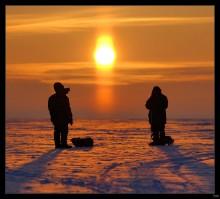 Рыбаки и Солнце / Волжский лед, зима 2008 г