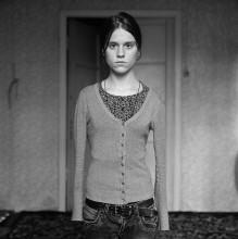 Юля (портрет в узкой кофте) / ...............