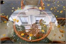 Осень в кафе. / Осенний день на ул. Дерибасовская. Осенние листья падая, укрывают улицу, стеклянные столики, стулья желтым осенним цветом...