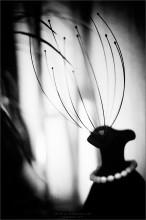 """[ Дама с Zонтиком ] / ...вчера не удержал моции и спробовал таки Voigtlander Nokton 58/1.4 поздно вечером Благодарень за данное стекло  http://nurman.photocentra.ru/ ...супер!!! ...просит креатива))) Что касаемо темы (САБЖ), то у меня идея уже исполнена в режиме """"карандаш и чистый лист"""", т.е. всё уже нарисовано, отсканирую - покажу, а пока вот чисто фотографическое исполнение серии из карандаша на белой бумаге  ЗЫ ...это ПЯТНИЧНОЕ ФОТО ОТ МЕНЯ))) Всем приятных выходных!!!"""