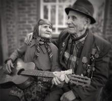 Серенада для любимого / Им уже за девяносто, и дай бог каждому...