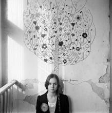 Наташа (портрет с желтым цветком) / Портрет с историей. Наташа, которая жила в Притоне. http://ava-veled.livejournal.com/21466.html