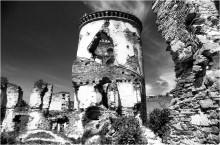 / остатки Червоноградского замка XVII века
