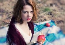 Пикник для двоих: она и книга. / Юля, апрель 2011