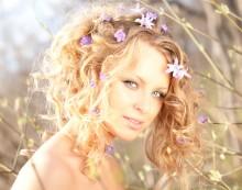 Весенний портрет / Вечером на закате, с отражателем в одной руке и фотоаппаратом  в другой. модель Никифорова Ольга
