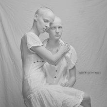 Сёстры / Модели: Ирина Сандалович и Мариана Савина.