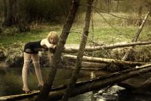 А молодость как вода... / Молодая,красивая,а одна и одна....
