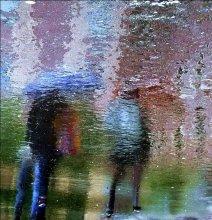 дождь в городе / отражение на мокром асфальте, усилена яркость